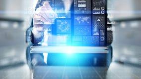 Icônes d'applications sur l'écran virtuel, technologie, concept de fond de développement photos stock