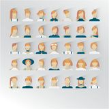 35 icônes d'interfase d'utilisation avec de jeunes dames Couleur rouge blonde de cheveux illustration libre de droits