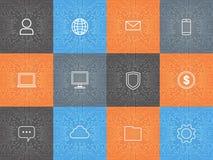 Icônes d'Internet d'utilisateur réglées au-dessus de l'ordinateur Chip Moterboard Background Image libre de droits
