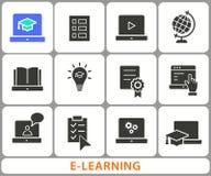 Icônes de formation à distance d'apprentissage en ligne L'ensemble de chapeau d'obtention du diplôme, formation, ordinateur porta Photos libres de droits
