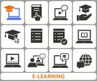 Icônes de formation à distance d'apprentissage en ligne L'ensemble de chapeau d'obtention du diplôme, formation, ordinateur porta Photographie stock