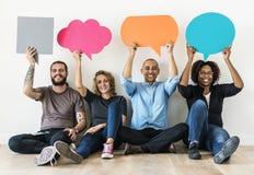 Icônes de transport de bulle de la parole de personnes se reposant sur le plancher Photos libres de droits