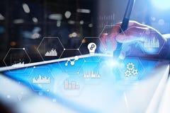 Icônes et graphiques d'applications sur l'écran virtuel Affaires, Internet et concept de technologie Images stock