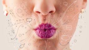 Icônes tirées par la main de soufflement et symboles de jolie bouche de femme Photo stock