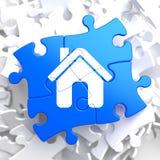 Icône à la maison sur le puzzle bleu. Photos libres de droits