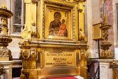 Icône antique de notre Madame de Tikhvin dans le Cathedr d'Isaac de saint Photos libres de droits