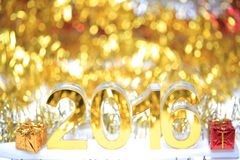 Icône 2016 3d d'or avec le boîte-cadeau Photo libre de droits