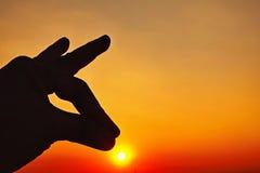 Icône de ciel de coucher du soleil et de main de silhouette Images libres de droits