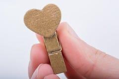 Icône de forme de coeur attachée à la pince à linge Images stock