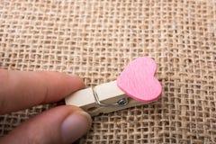 Icône de forme de coeur attachée à la pince à linge Images libres de droits