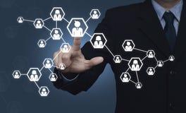 Icône de réseau de pressing d'homme d'affaires au-dessus de fond bleu, Communic Photos stock
