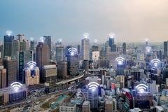 Icône de Wifi et ville d'Osaka avec la connexion réseau sans fil osaka Images libres de droits
