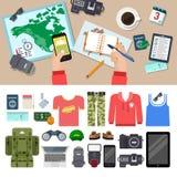 Icône plate de blog de voyage de vecteur réglée : hausse, carte, binoculaire, vacances Images stock