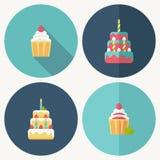 Icône plate de gâteau d'anniversaire avec l'ombre Photo libre de droits