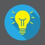 Icône plate de lampe d'idée Bouton coloré rond, signe circulaire de vecteur avec le long effet d'ombre illustration libre de droits