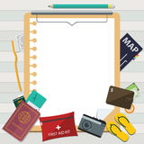 Icône plate de voyage sur les vacances et le presse-papiers d'été Photographie stock