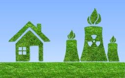 Icône verte de centrale nucléaire sur le pré Photographie stock libre de droits