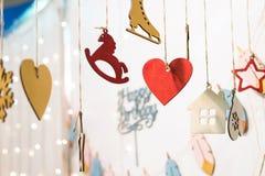 Icônes colorées de figurines de joyeux anniversaire Image stock