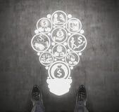 Icônes d'affaires dans l'ampoule de forme Photos libres de droits