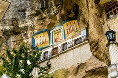 Icônes dans le monastère d'hypothèse des cavernes Photos stock