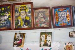 Icônes dans le vieux temple Photographie stock