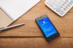 Icônes de Facebook sur le mobile Photographie stock