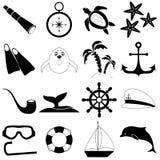 Icônes de griffonnage de voyage en mer d'été réglées Articles noirs d'isolement sur le fond blanc Photo libre de droits