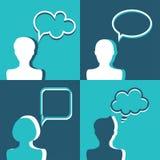 Icônes de personnes avec des bulles de la parole de dialogue Conception plate Photographie stock