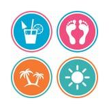 Icônes de vacances de plage Cocktail, empreintes de pas humaines Photos libres de droits