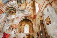 Icônes orthodoxes et fresque rustique à l'intérieur du monastère historique Gelati Images stock