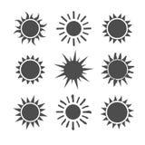 Icônes réglées du soleil gris sur le fond blanc Photos stock