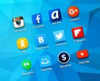 Icônes sociales populaires de media sur l'écran du smartphone Image libre de droits