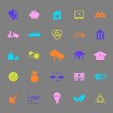Icônes suffisantes de couleur d'économie sur le fond gris Photo stock