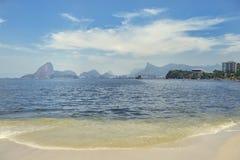 Icarai strand Niteroi Rio de Janeiro Brazil Guanabara Bay royaltyfri foto