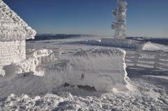 Ice-covered метеорологическая станция стоковое фото