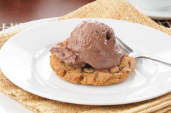 Ice cream on a chocolate chip cookie Royalty Free Stock Images