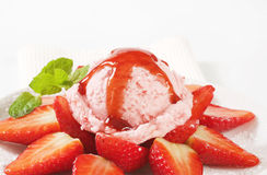 Ice cream with fresh strawberries Stock Photos
