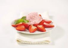 Ice cream with fresh strawberries Royalty Free Stock Photos