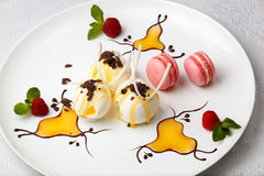Ice cream with macaroons and berries Stock Photography