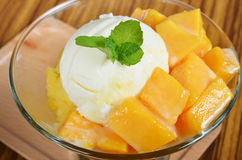 Ice cream scoop with fresh mango. Stock Photos