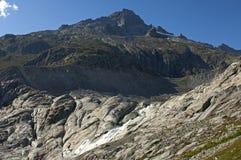 Ice-free underlag av den att dra sig tillbaka Rhone glaciären Royaltyfri Bild
