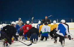 Ice hockey players team meeting with trainer Royalty Free Stock Photos