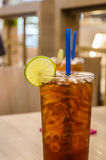Ice Tea Lemon/Iced drink with slices of lime and ice. Royalty Free Stock Photos