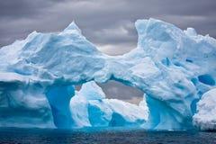 Iceberg énorme en Antarctique photographie stock libre de droits