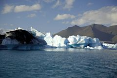 Iceberg accesi dal sole immagine stock libera da diritti