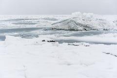Iceberg alla linea costiera dell'oceano Pacifico Fotografia Stock