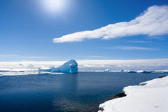 Iceberg antárctico foto de stock