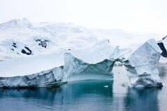 Iceberg antártico bonito Fotos de Stock Royalty Free