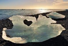 Iceberg avec la forme d'amour Photos stock