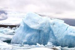 Iceberg azul en Islandia Foto de archivo libre de regalías
